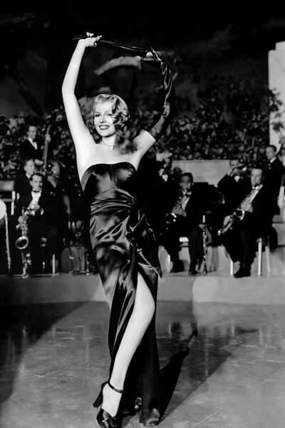 Le plus mythique : Rita Hayworth enlève son gant en chantant Put the Blame on Mame dans le cultissime Gilda.