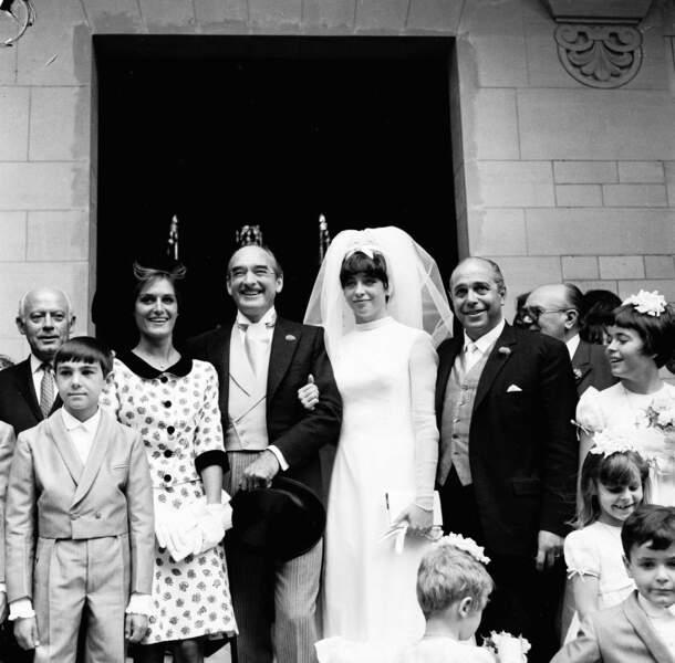 Juillet 1965. Dalida est invitée au (3e) mariage de son producteur Eddie Barclay et de Marie-Christine Steinberg.