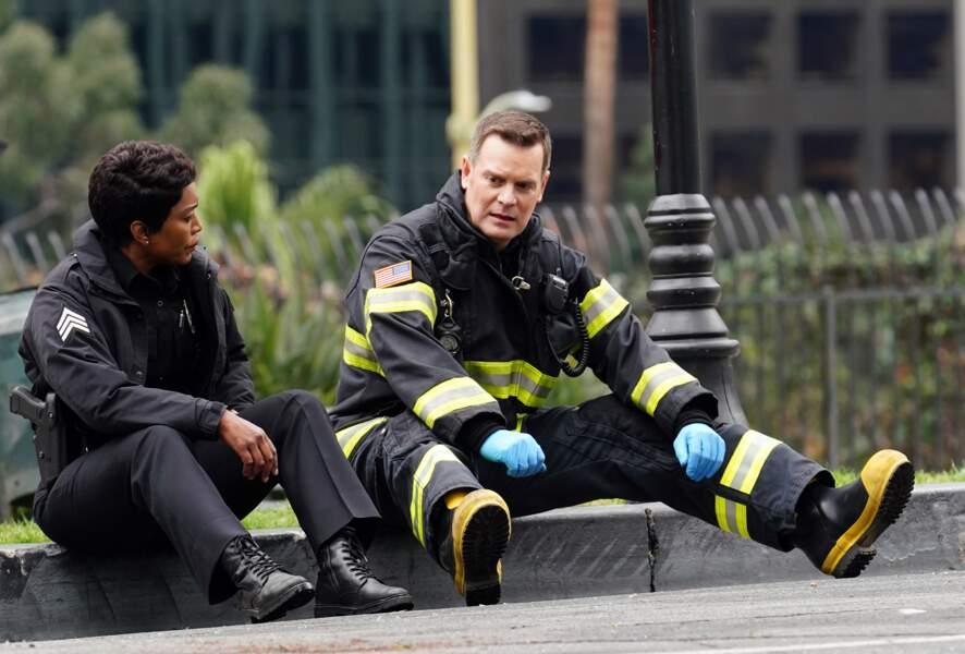 La série relate la vie quotidienne de ces héros ordinaires qu'ils soient pompiers, secouristes ou policiers