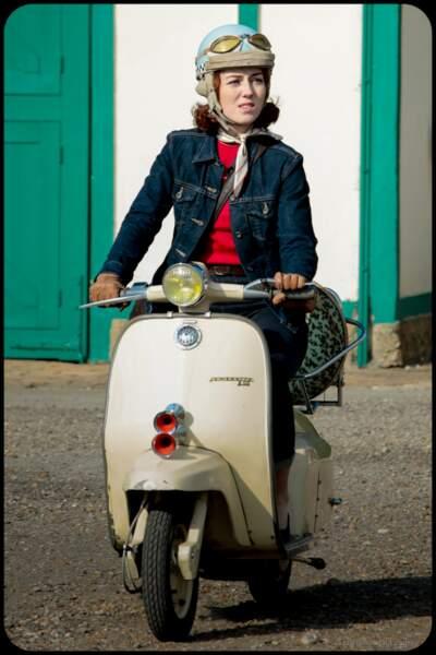 Blouson et pantalon en jean + chemise à carreau = la parfaite panoplie d'Alice Avril (Blandine Bellavoir).