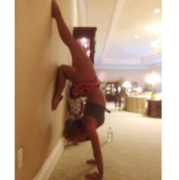 Hop, une petite photo floue d'une posture de Britney Spears.