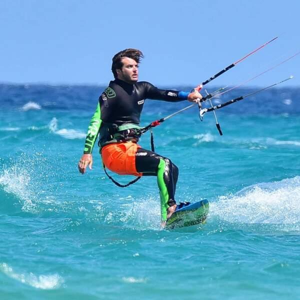 Il faut dire que le jeune homme est un sportif. Sa passion number one ? Le kitesurf