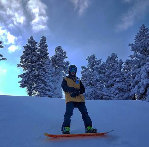 Et en parlant de froid, les people adorent aussi se photographier au ski ! Ici Justin Bieber.