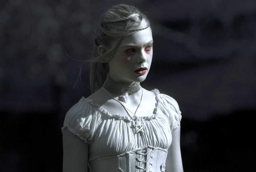 Dans Twixt, elle incarne V, un fantôme...