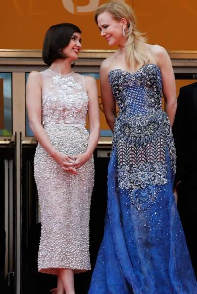 Regard complice entre Paz Vega et Nicole Kidman.