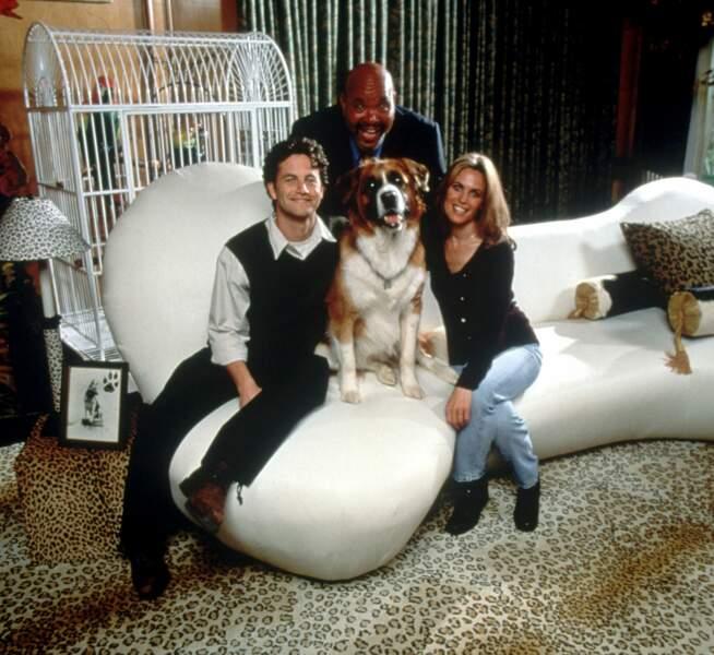 James Avery dans le téléfilm Vie de chien, Vie de chateau  (1998)