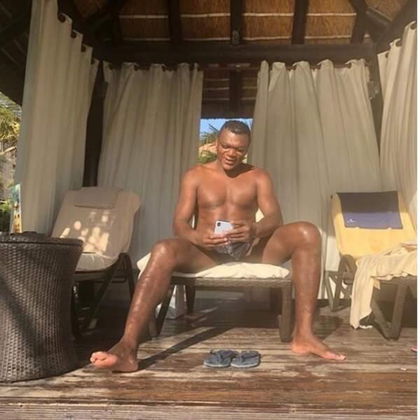Marcel Desailly profite du soleil de Dubai