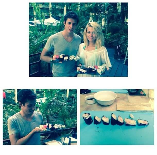 Trop mignon, le couple a appris à faire des sushis (coeur avec les doigts !)