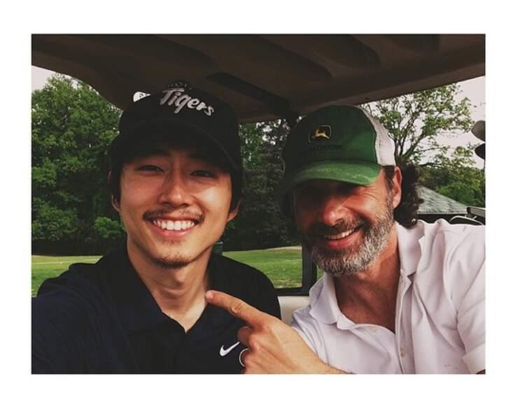 Quand ils ne défoncent pas les zombies, Steven Yeun et Andrew Lincoln jouent au golf