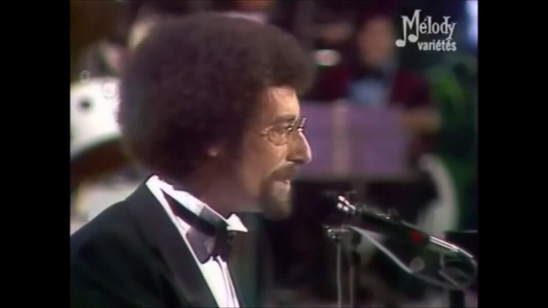 Dans les années 80, Jean Schultheis est un chic type au piano avec son noeud pap.