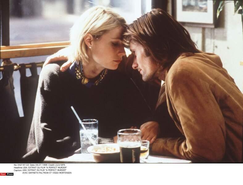 En 1998 elle est proche de Viggo Mortensen,  rencontré sur le tournage du film Un Meurtre Parfaite