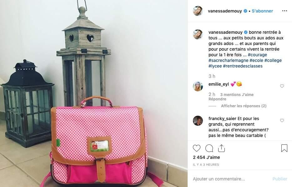 Vanessa Demouy semble avoir investi dans un cartable flambant neuf pour sa fille Sharlie
