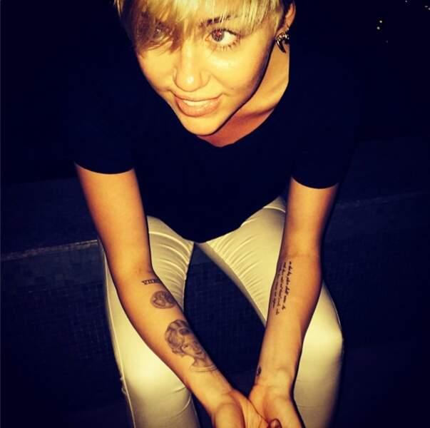 La chanteuse semble encore avoir succombé à la folie des tatouages