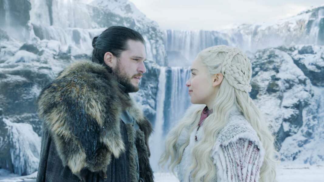 A Winterfell, Daenerys découvre l'univers de Jon Snow et les deux amants arrivent à s'accorder quelques minutes