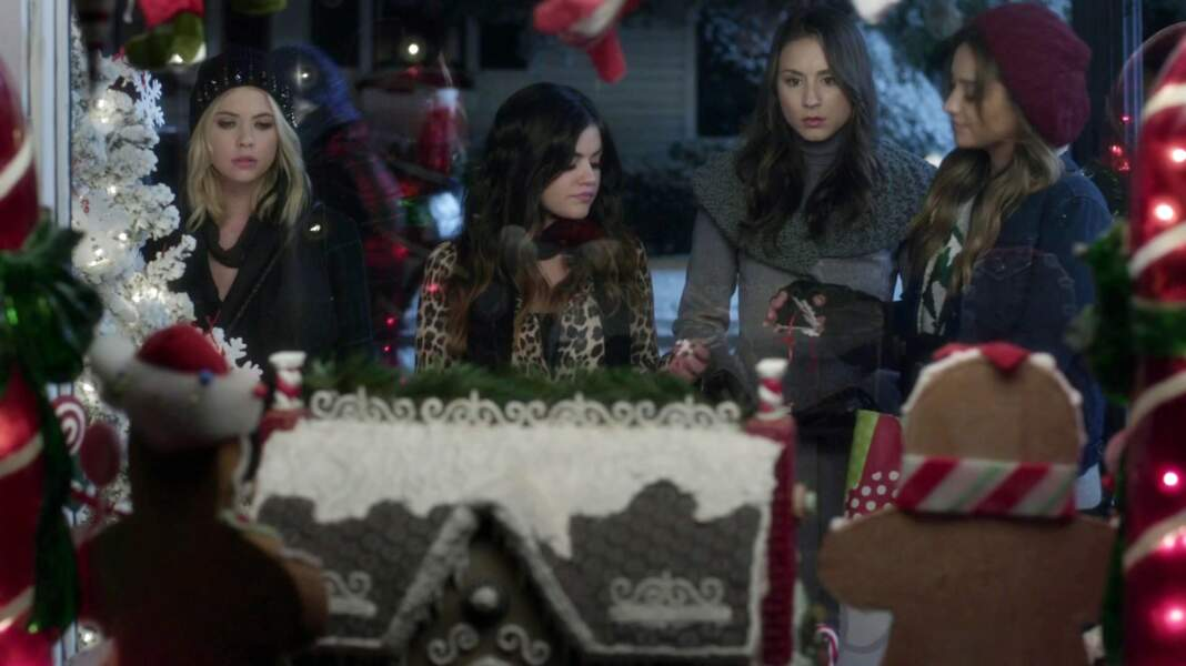 Pretty Little Liars : comment 'A' a volé Noël (saison 5, épisode 13). Série disponible sur Netflix