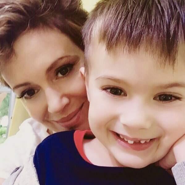 Milo, le fils d'Alyssa Milano, a perdu une dent de devant.