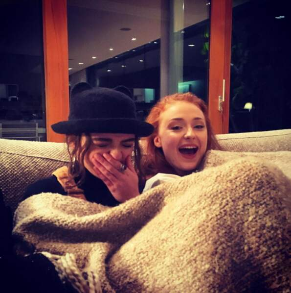 Emilia Clarke (Game of thrones) a posté une photo de ses co-stars Maisie Williams et Sophie Turner,
