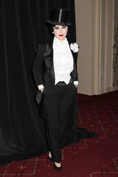 Dita Von Teese est moins sexy, et on aurait pu la voir porter ça n'importe quand.