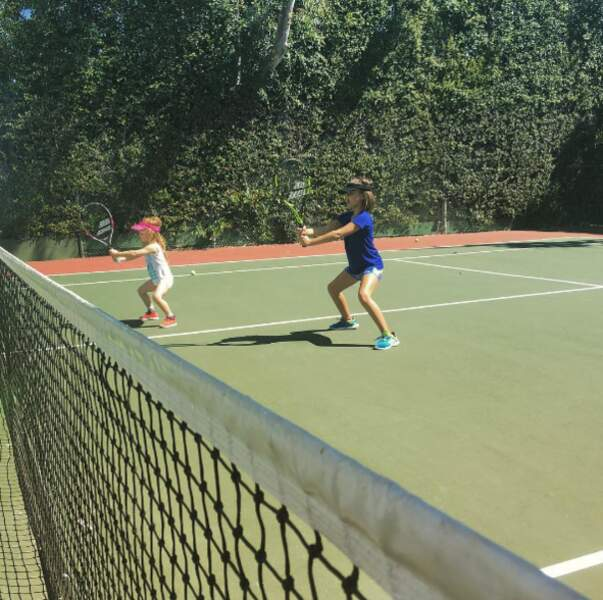 Les filles de Jessica Alba s'entraînent pour Roland-Garros (ou presque).