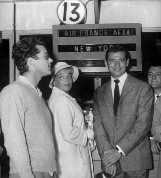 Michel Legrand avec Yves Montand et Simone Signoret à Orly, prêts à embarquer pour les Etats-Unis en septembre 1959