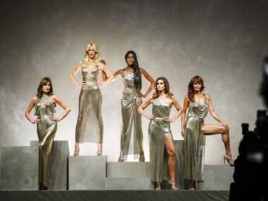 Carla Bruni de retour sur les podiums avec Naomi Campbell, Claudia Schiffer, Cindy Crawford… au défilé Versace