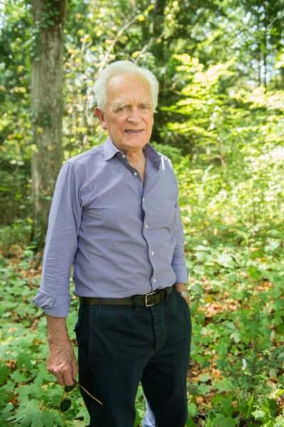 Philippe Labro présente toujours sur C8 Langue de bois s'abstenir malgré ses 83 ans. Il est l'un des doyens !