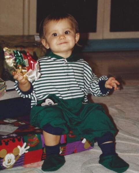 Mais le prix du bébé mignon revient cette semaine à Ariana Grande, version mini-pouces.
