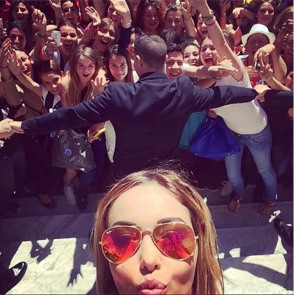Nabilla était aussi à Cannes. Et elle s'est offert un petit bain de foule
