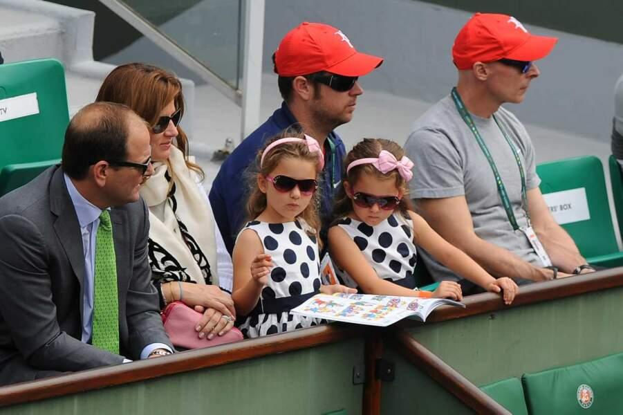 Plus que les jumelles de Roger Federer, Myla et Charlene, qui s'amusent...