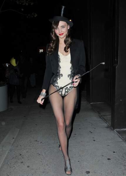 Miranda Kerr, quant à elle est magnifique en dresseuse de lions...