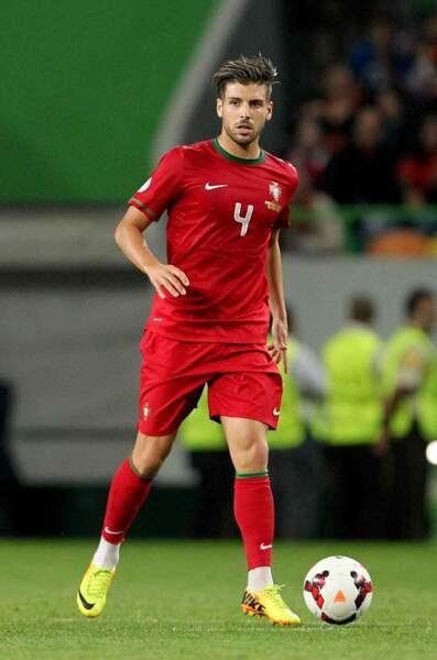 ...et Miguel Veloso, défenseur de l'équipe portugaise, 28 ans