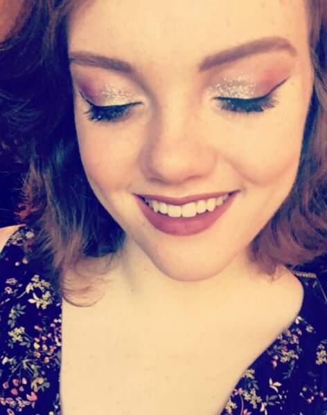 Elle est accro au maquillage, comme elle le dit sur son compte Instagram