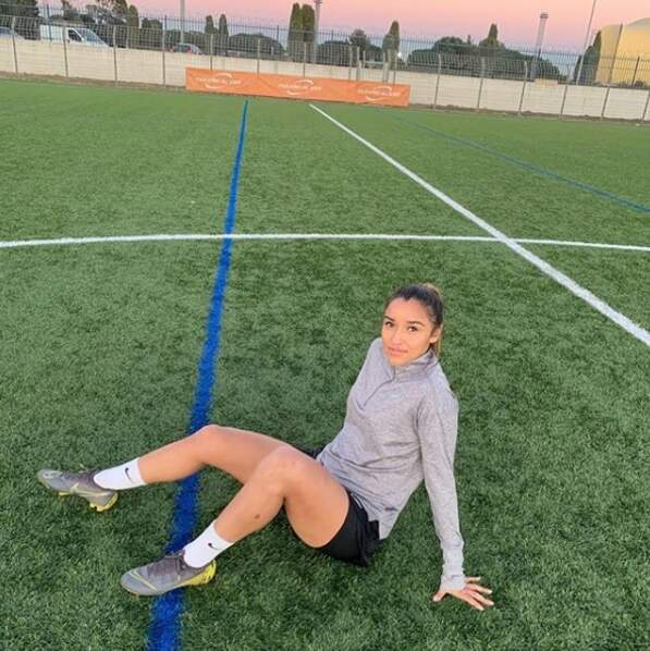 Elle a fait ses débuts dans le club de sa ville natale, Miramas