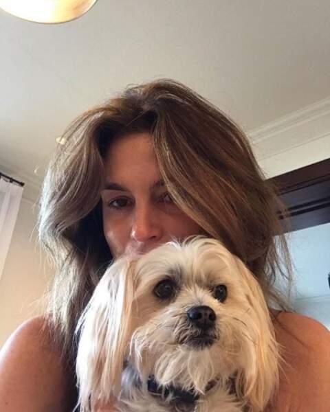 Retrouvailles émues pour Cindy Crawford et son chien-chien.