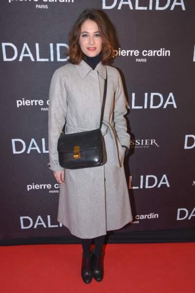 Mélanie Bernier avait quant à elle sorti le maxi manteau. Et oui, Dalida réchauffe les coeurs mais pas les corps