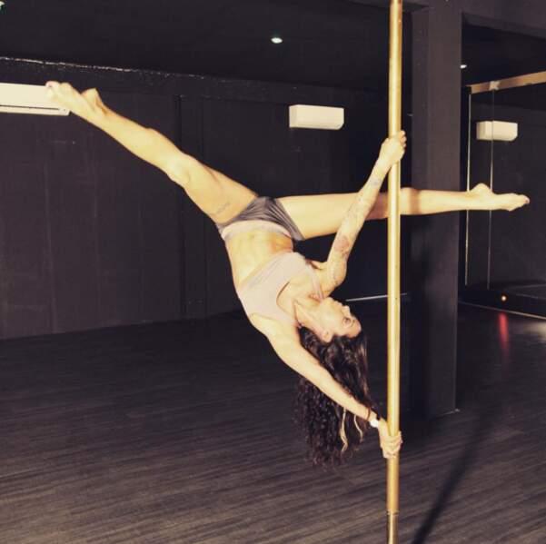 Shanna des Anges excelle au pole dancing.