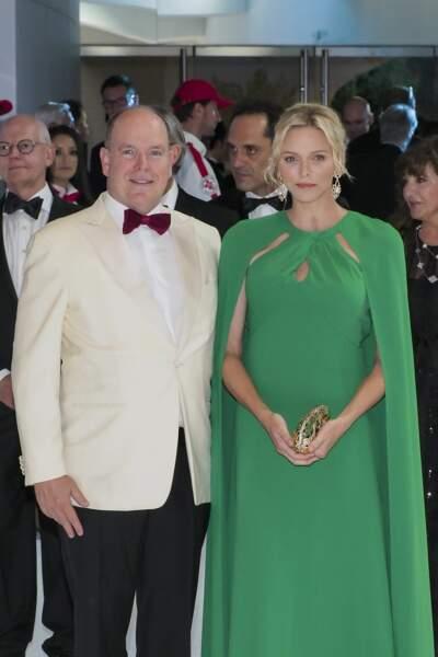 Le Prince Albert II de Monaco et la princesse Charlene of Monaco au gala de la Croix Rouge