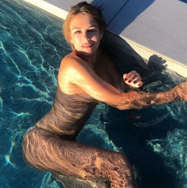 Baignade topless pour Liz Hurley.