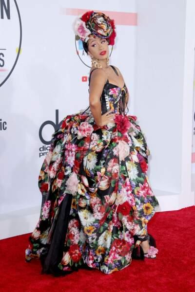 Cardi B a enflammé le tapis rouge avec cette robe très fleurie