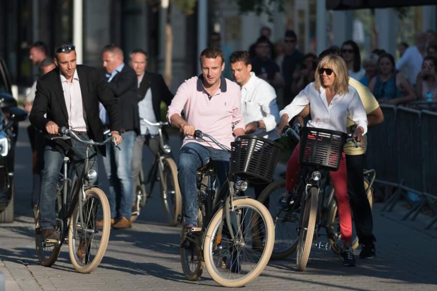 Brigitte et Emmanuel Macron en balade à vélo au Touquet