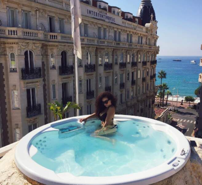 Mais on est surtout jaloux de Shera Kerienski, bien installée à Cannes !