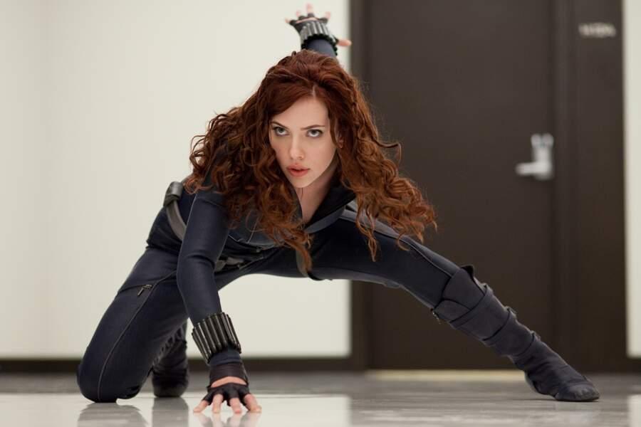 Oui, Scarlett porte aussi très (trop ?) bien la combinaison de cuir. La preuve avec Iron Man 2