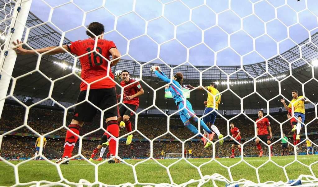 Scoop : les Brésiliens et les Mexicains savent voler ! Trop forts !