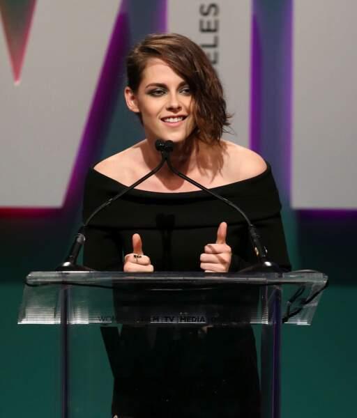 Quand Kristen est de bonne humeur, c'est tout le monde les pouces en l'air !