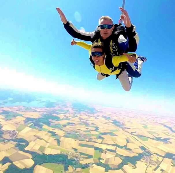 Lorie a fait son baptême de parachutisme.