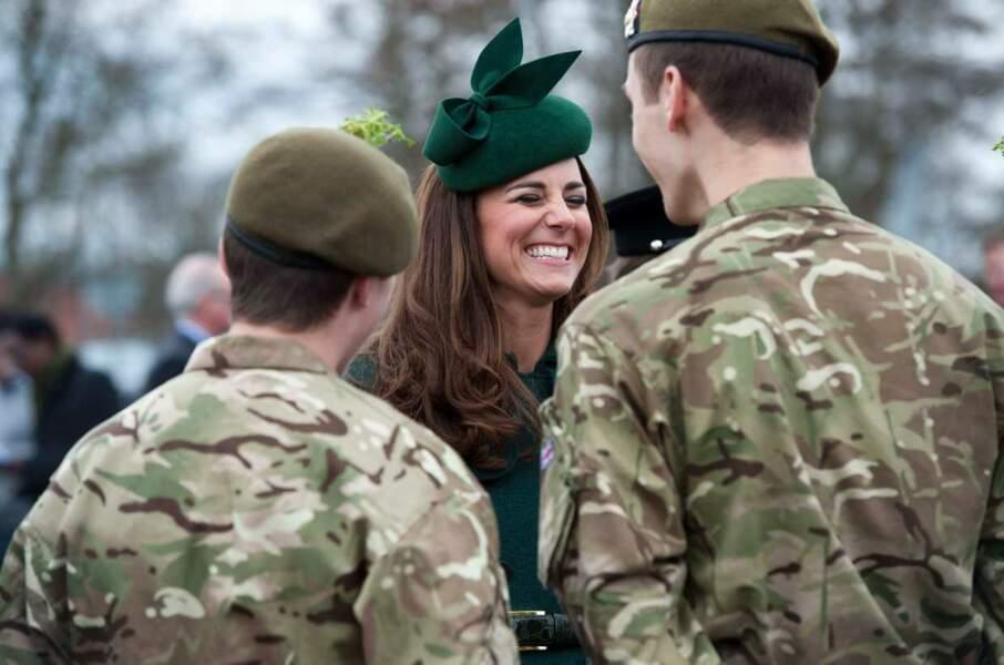 Kate, ici avec les troupes, est toujours souriante !
