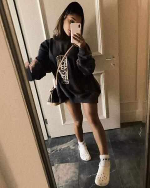 Deux points mode pour finir : il faut qu'on parle des Crocs d'Ariana Grande.