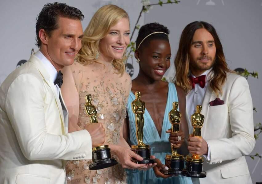 Lupita Nyong'o avec de Matthew McConaughey, Cate Blanchett et Jared Leto à la 86ème cérémonie des Oscars (2014)