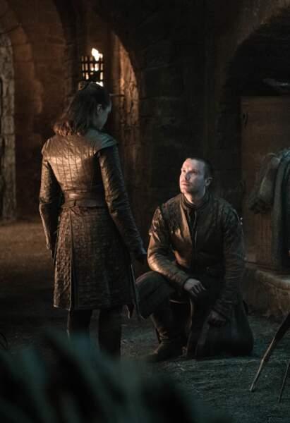Gendry, devenu Lord, se lance et demande Arya en mariage