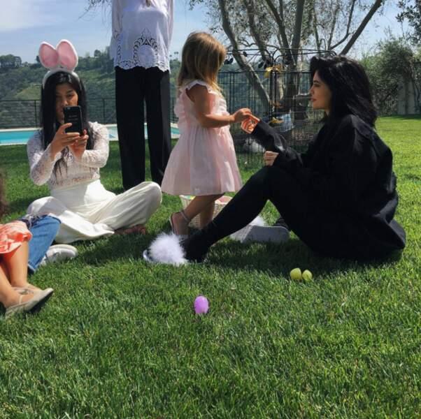 Et pique-nique de Pâques pour la famille Jenner-Kardashian.